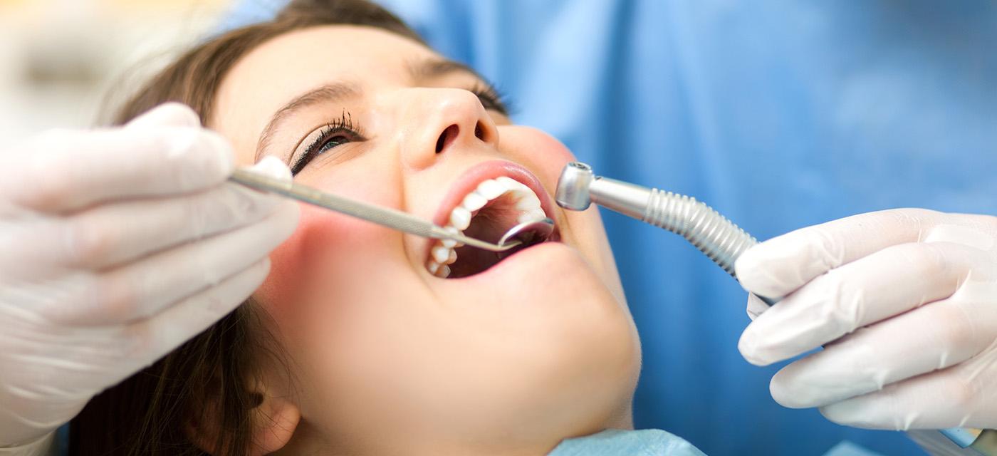 Paciente se realiza tratamiento dental