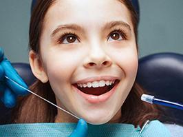 Niña antes de realizarse una ortodoncia