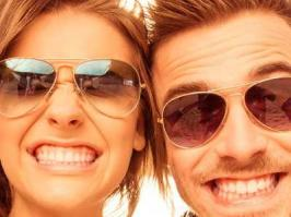 Pareja corrige problema de dientes amarillos